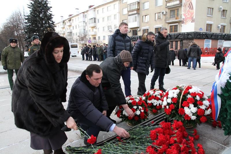 Депутаты почтили память не вернувшихся солдат